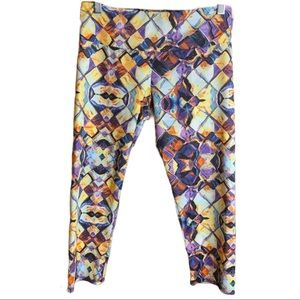 Onzie Cropped Prism Patterned Active Leggings M/L